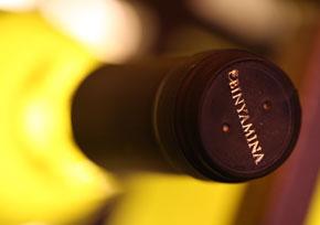 סדנת יין חווייתית ומעשית בחדר הטעימות של יקבי בנימינה